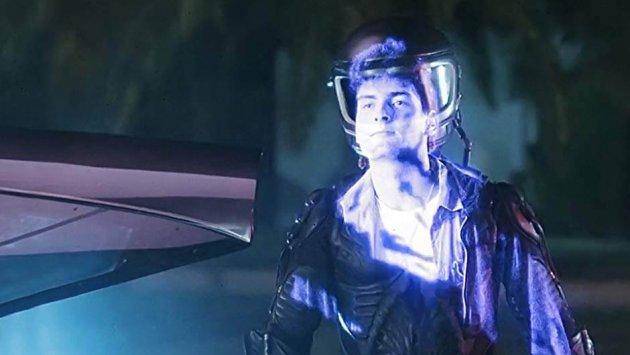 Charlie Sheen em A Aparição, de 1986.