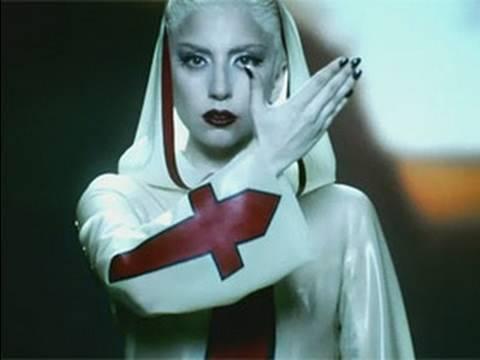 A cantora Lady Gaga usa da estética para também passar as suas mensagens.
